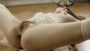 Defloration of sultry chick spread snatch and rubbing